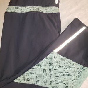 Tangerine sz. Medium grey/green cropped athletic p